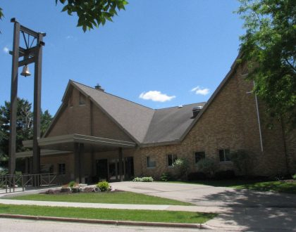 outdoor picture of front of Gloria Dei Lutheran Church